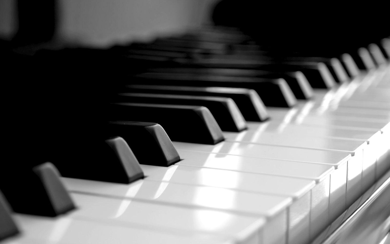 ピアノの静かな曲